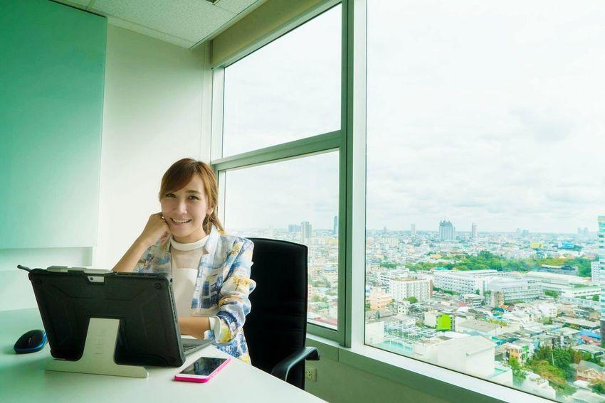 Women WomeninBusiness Working Laptop Laptop Work Employee Employees Businesswoman Business