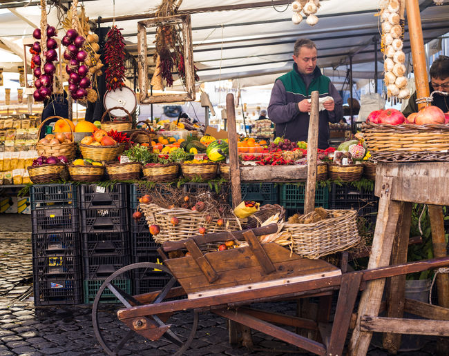 Italia Travel Abundance Campo Dei Fiori Campo Dei Fiori Street Market Food Freshness Healthy Eating Italy Market Occupation People Real People Retail  Small Business Travel Destinations Working