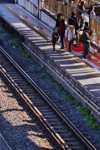 Shadows on the platform/電車を待つ影 tTrain StationpPlatformsShadowSSnapshots Of LifeHHanging OutLLUMIX DMC-GX7