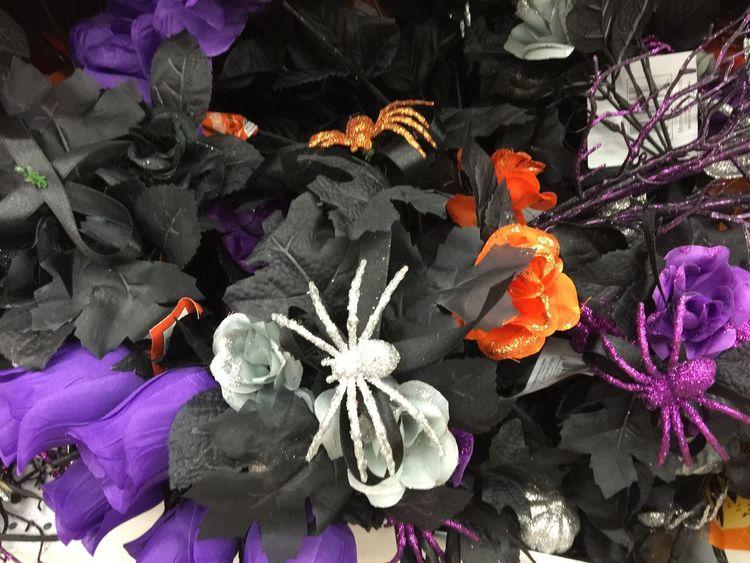 I want this Garden 😍😍😍😍😍😍😍😝😝 Halloween Halloween_Collection Decorations Halloweenideas 😍😍👻🎃🕸🕸🕷🕷