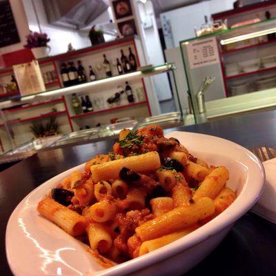 Abendmahl im La Siciliana: Rigatoni Puttanesca