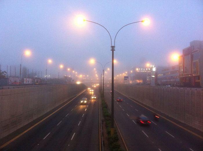 Miercoles 5:30am, Casi A Puertas Del Verano Y Esta Horrible Neblina Oscurece Lima!!!