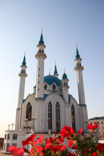 """postcard ready^^"" Architecture Blue Sky City Day Flower Flowers Holiday Islam Mosque Mosques Of The World No People Outdoors Place Of Worship Red Red Flower Religion Russia Sightseeing Starting A Trip Tourist Attraction  Transsiberian Travel Travel Photography Traveling Travelingtheworld"