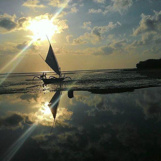 Morning Sky in the Nusa Dua Beach.. . Taken by : [Zenfone5 ] . Uploadkompakan Ukmega18_pwkt Kompakersbalibagus Kompakersbali Zenfonesia Zenfone_id