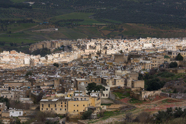 Blick auf Fes Residential District Built Structure City Building Crowded Community Crowd High Angle View Cityscape Town Day Nature Aerial View House Outdoors Landscape TOWNSCAPE Urban Sprawl Fes