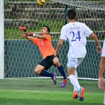 Stunning save! @_jayps ⚽ . . . UAAP Uaap77 Uaapseason77 ADMUvsDLSU ateneo lasalle sbspotlight soccerbible seniors goalkeeper football themanansala