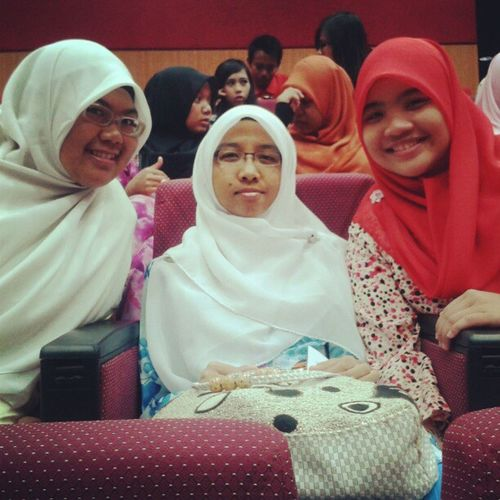 With akak nisa and ina ...early morning waiting for professional talk.. Uitmdihatiku Accountancy Friends