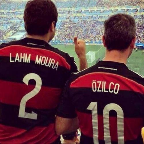 Há muito tempo te amo, Alemanha. Com esta homenagem ao meu time do coração... Te amo muito mais. Flamengo <3 Alemanha Que hoje o Brasil possa ser campeão. Minha primeira pátria. Uma paixão. Brasil Flamengo Alemanha Paixão Torcida  Emocao (respectivamente) PS: Não estou na foto. PS2: Não sou o autor desta.