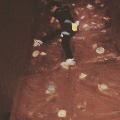 Cicak cicak di dinding, biar muncak Mt. Raung ga merinding... huftt.. (Finesse, control, balance and power are everything that courtney woods) Climbing Climber Indosat_adventurer Panjatdinding Mountainesia Pendaki_kantoran Pecanduketinggian Pendakiindonesia Climb Isofunus