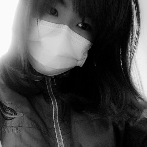 I look like a crazy girl? Not good at all ? SORE throatCatch_cold Sick