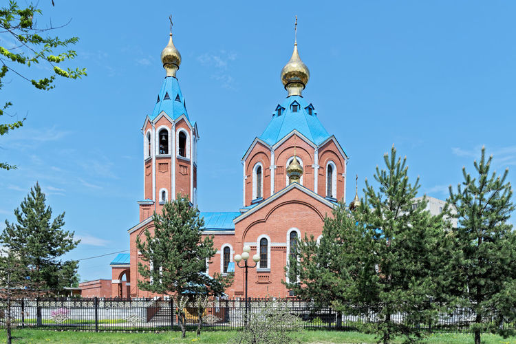 Cathedral of Our Lady of Kazan in Komsomolsk-on-Amur, Russia Traditional Roofs Ortodox Church Cathedral Cathedral Of Our Lady Of Kazan Church Russia Architecture Belief Building Building Exterior Built Structure Day Dome Low Angle View Nature No People Outdoors Plant Religion Sky Spirituality Travel Destinations Christianity The Architect - 2018 EyeEm Awards My Best Travel Photo