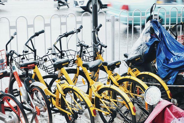 昆明。今日。雨。Transportation Large Group Of Objects Mode Of Transport Day No People Outdoors Bicycle Stationary Bicycle Rack City Close-up