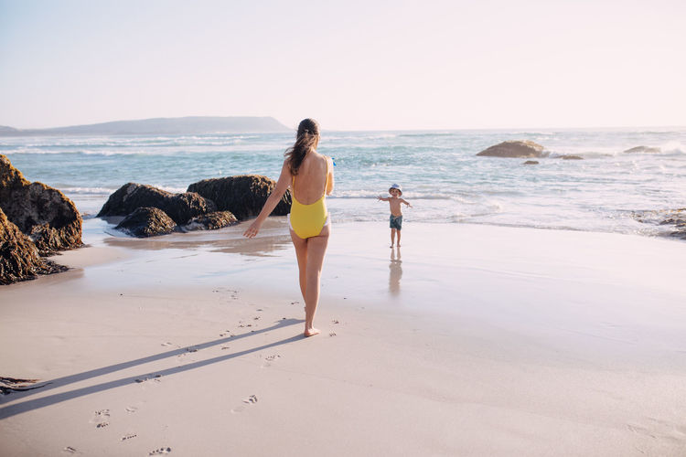 Sea Water Beach Land Sky Women Horizon Over Water Leisure Activity Horizon Real People Lifestyles Nature Full Length Beauty In Nature Scenics - Nature Adult Sand Togetherness People