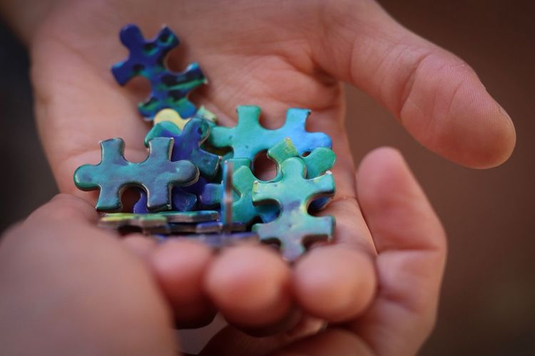 Cropped hands holding jigsaw pieces