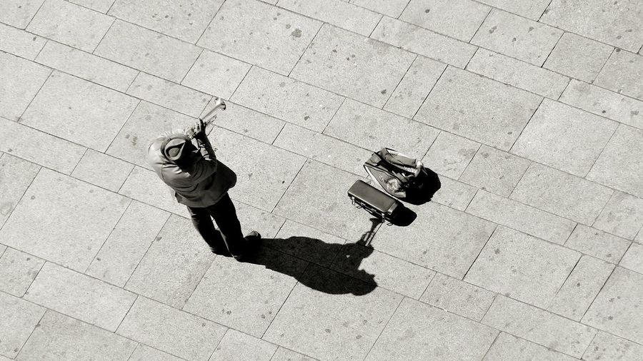 Perpektivenwechsel - another perspective Aerial Shot Streetphotography Musician Live Music Black And White Traveling Porto Portugal