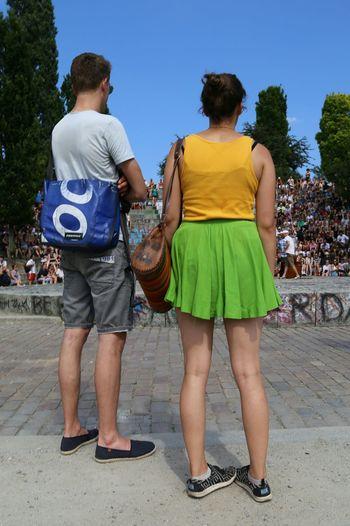 Warum stehen Frauen sich selbst im Weg?😂 Public Streetphotography Summer Berlinstyle My Fucking Berlin Mini People Watching People EyeEm Deutschland Bestoftheday Fashion&love&beauty