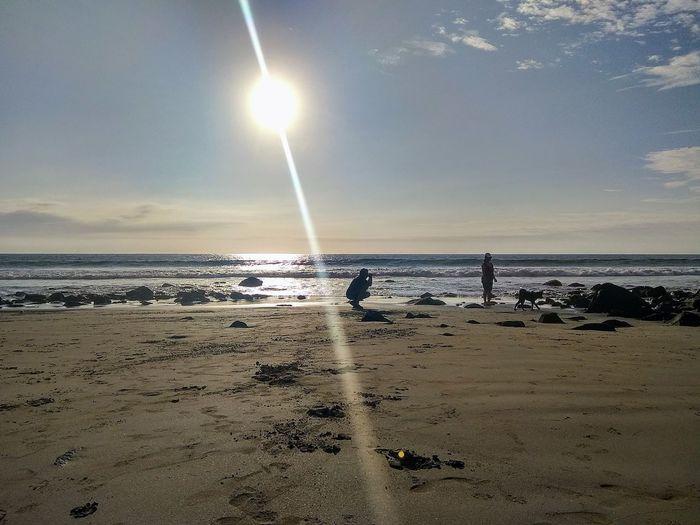siluetas a contra luz en la playa Water Astrology Sign Sea Astronomy Beach Sand Sky Horizon Over Water Seascape Ocean Tranquil Scene Majestic The Great Outdoors - 2018 EyeEm Awards The Traveler - 2018 EyeEm Awards