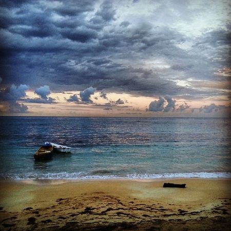 Atlantik Atlantic Günbatımı Okyanus sunset ocean cloud pinnace cockleboat sahil beach huzur sakin relax tranquility sandal kumsal instabeautiful instapic instanice instagood instaamazing lasterrenas karayipler caribbean dominik dominicanrepublic republicofdominican