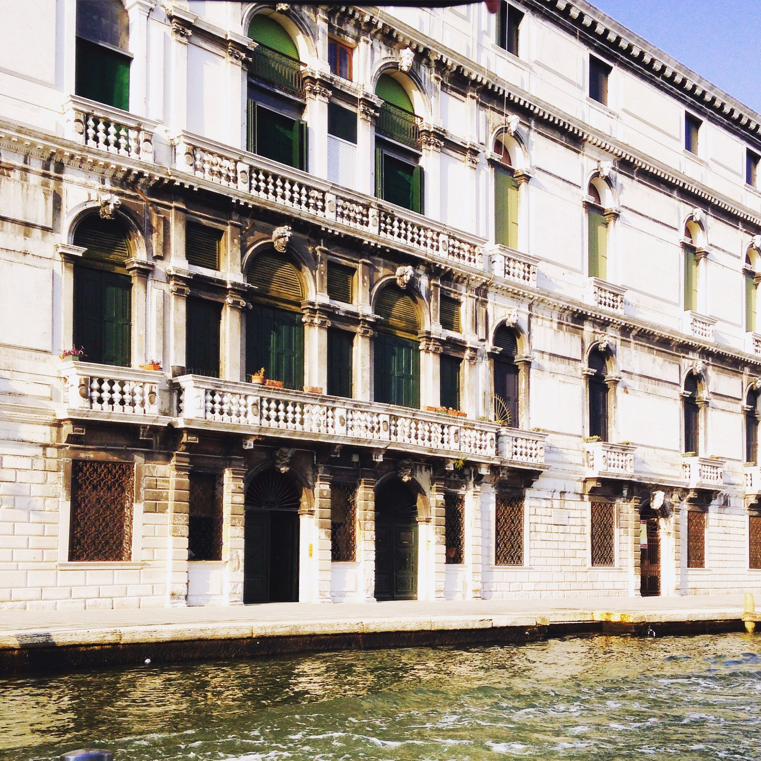 architecture, built structure, building exterior, window, balcony, water, waterfront, city, day, arch, outdoors, history, no people, architectural feature