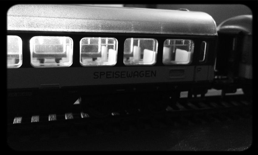 On The Train Train Station Popckorn Ferromodelismo