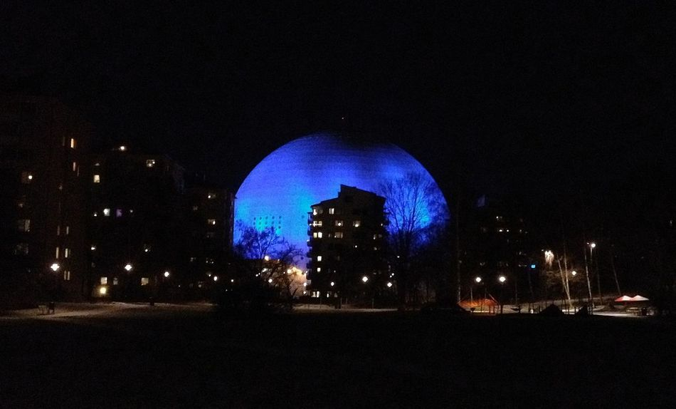 Ericsson Globe Urban Geometry Light It Up Blue Light