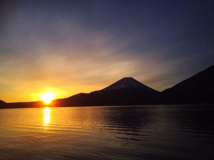 2018.02.12 #富士山 #本栖湖 #iPhone写真 #iPhone6Plus 本栖湖 富士山 Sunset Scenics Beauty In Nature Tranquil Scene Tranquility Mountain Nature