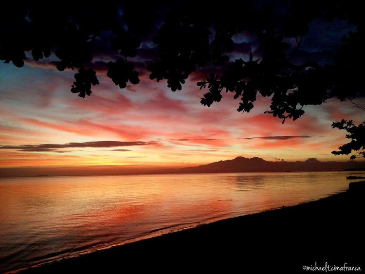 Sundown Colours 25Feb Sea Quality Time Relaxing Taking Photos Being A Beach Bum Enjoying Life More Fun In The Philippines  Travelling Enjoying The Sun Check This Out