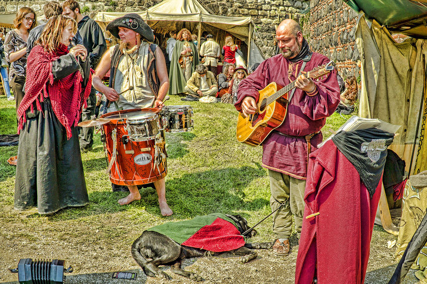 Ritterfest Bänkelsäng Day Folklore Grass Leisure Activity Lifestyles Multi Colored Musiker Outdoors