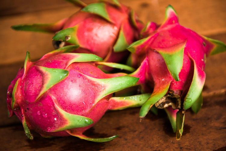 Dragon Fruit Close-up Focus On Foreground Food Food And Drink Freshness Fruit Green Color Healthy Eating Indoors  Nature No People Plant Red Still Life Table Vegetable Wellbeing Wood - Material
