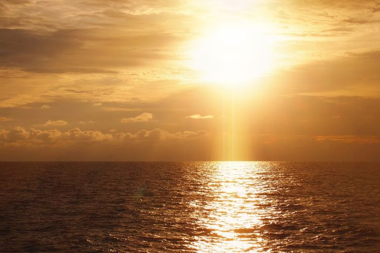 Sunset over sea horizon Sky No People Beauty In Nature Nature Weather Copy Space Peace Summer Vacation Reflection Sun Rays Of Light Rays Sunset Water Sea Sailing Sunset Beauty Beach Gold Colored Sunlight Backgrounds Spirituality Seascape Refraction Tide Wave Horizon Over Water Rippled