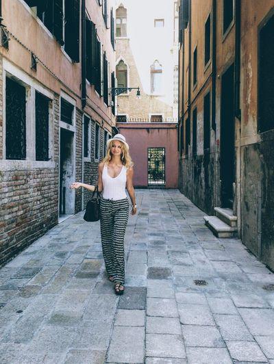 Hat Venice Italy Italia Walking City Blond Hair Women Architecture Building Exterior
