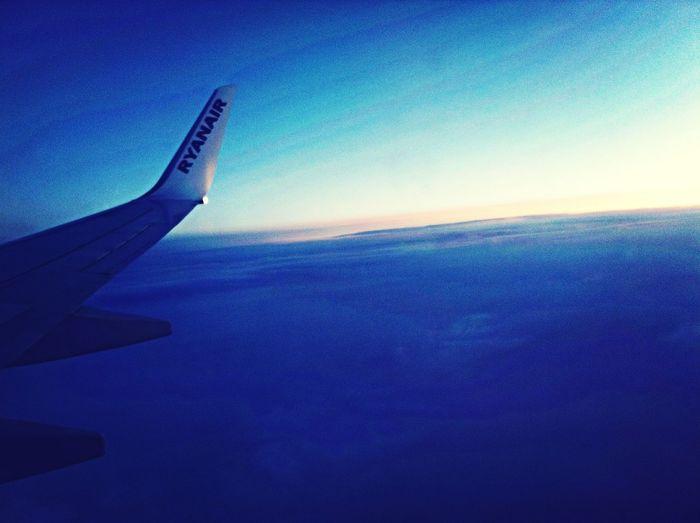 Aereo ritornando da Londra . Paesaggio fantastico , tramonto . Foto paesaggi