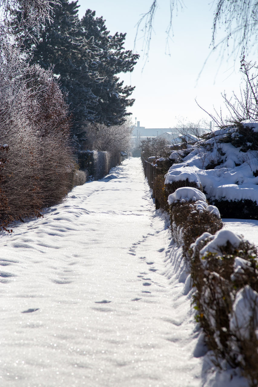 SNOW COVERED FOOTPATH BY ROAD