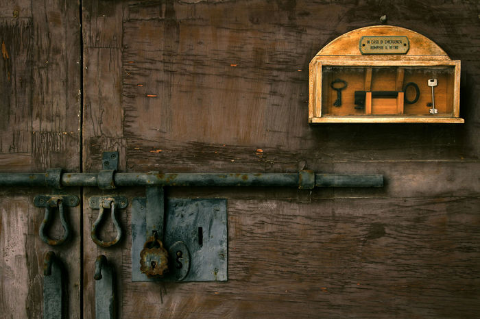Door Lock Locked Doors Wood Keys Emergency Door Italian Italiano Italy Old Buildings Old Door Hinges Dark Background Locks Locked Break Glass