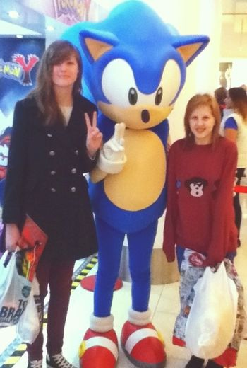 Met Sonic at town with my gf. Sonic Sonicthehedgehog Girlfriend Yay