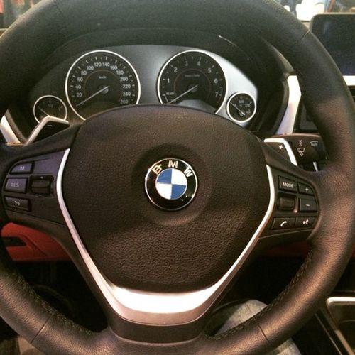 Dicono che un auto la si riconosce anche solo dal volante Bmw Sologioie  BMwworld München Bmwworldwide Car