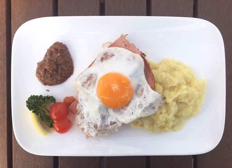 EyeEm Selects Fleischkäse mit Spiegelei und Kartoffelpüree Egg Plate Food Food And Drink Table Breakfast Freshness Fried Egg Indoors  Egg Yolk Ready-to-eat No People Healthy Eating Serving Size Close-up Day Germany German German Food Fleischkäse Bavaria Oktoberfest Bayrisch Bayern