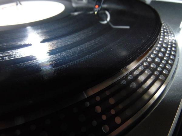 Black Vinyl DJ Cartridges DJ Needles Endless Joy In The Afternoon Love Vinyl Vinyl 12'' Macro Macro Photography Close-up Sound Indoors  No People Spinnin Records Vinyl Disc Vinyl Disc Rotation Turntable 33 Rpm Vinylcollector 45 Rpm Records Audio Equipment