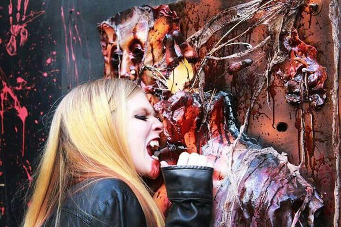 Girls gotta eat.. That's Me Halloween_Collection Horror Modeling Vampire Halloween Photography Vamp Prettylittlemonster Taking Photos