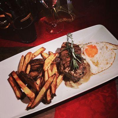 Das Steak des armen Mannes: Bife a lo pobre... #iblog0711 Tierradelfuego Goldenale Bife Food Essen Steak Stuttgart Chile Foodporn Kross Ironblogger Iblog0711 Foodkoma