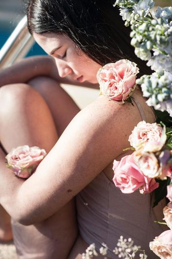 Flower Flowering Plant Plant One Person Nature Women Adult Holding Lifestyles Beauty In Nature Young Women Real People Pink Color Fragility Rose - Flower Bouquet Rosé Freshness Young Adult Outdoors