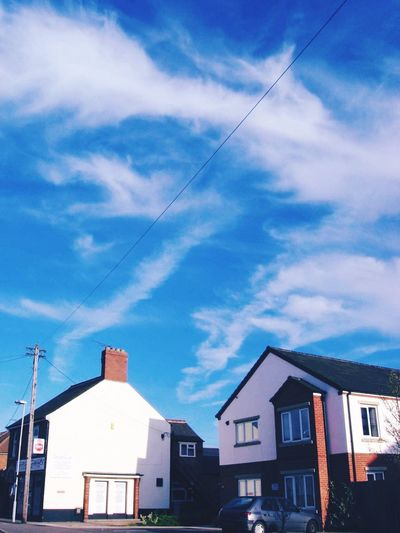 Building Exterior Sky Architecture Built Structure Vapor Trail Outdoors Day Low Angle View No People City Cloud - Sky Nature Contrail EyeEm Best Shots Beauty In Nature Eyeemphotography EyeEm EyeEm Gallery