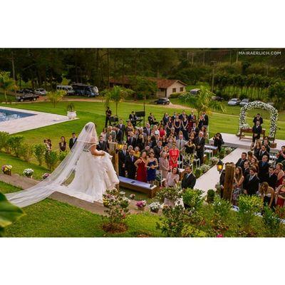Imaginando aqui a emoção da noiva neste momento! :)) ~lindo demais~ Prwedding Casamentonocampo Pollyvaicasar Casamentopollyerafa weddinginspiration weddingblog blogdecasamento tudodepolly bridetobe picoftheday noivadebranco decoraçãodecasamento