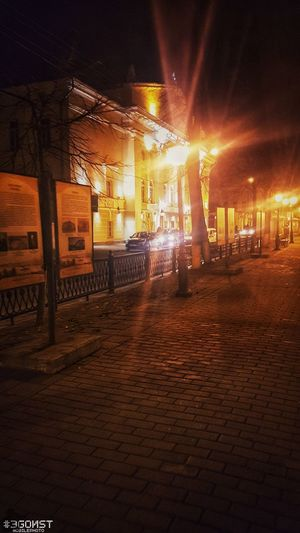 около театра Samsung Galaxy S7 Mobilephotography #ЭGOИST Oil Pump Illuminated Popular Music Concert Industry Arts Culture And Entertainment City Sky