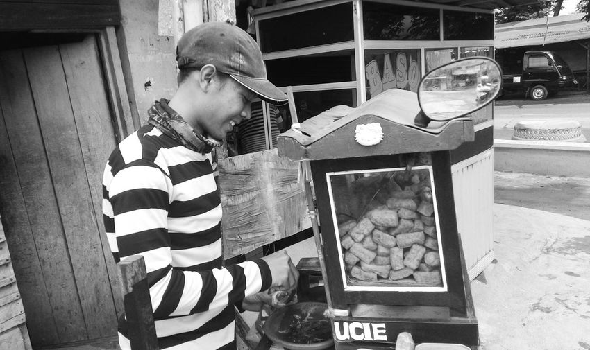Street Life Streetphoto Streetlife Streetphoto_bw Black And White Photography Blackandwhitephoto Black & White Bw Blackandwhite Photography Street Photography Street Streetphotography Cilegon Blackandwhite Smiling