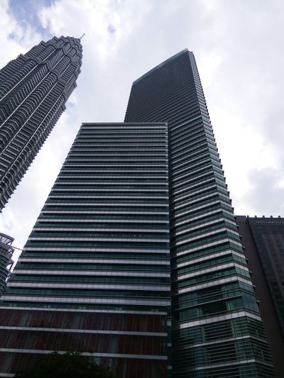 Low Angle View Sky Cloud - Sky Building Exterior Skyscraper Architecture Built Structure No People Outdoors City Day Beautıful Beautiful Place Traveling Brautiful View People Watching Building And Sky Buildings Architecture Buildingphotography Building Structures