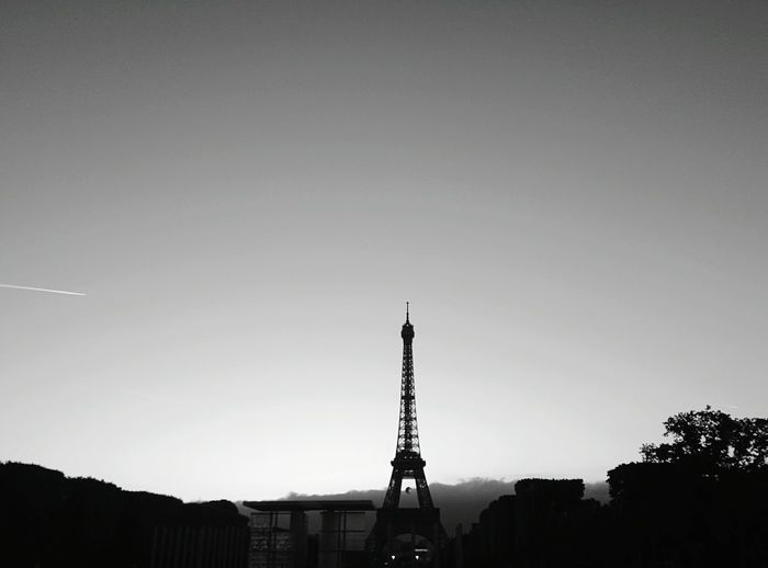 Eiffel Tower Streetphoto_bw Nightphotography