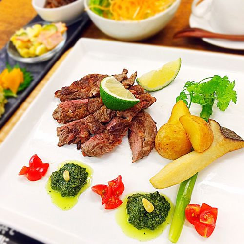 Beef Steaks 贅沢 Lunch 青じその和風 Genovese Sauce Lime 🍋 Japanese Food in Nagahama 「焼肉 近江」
