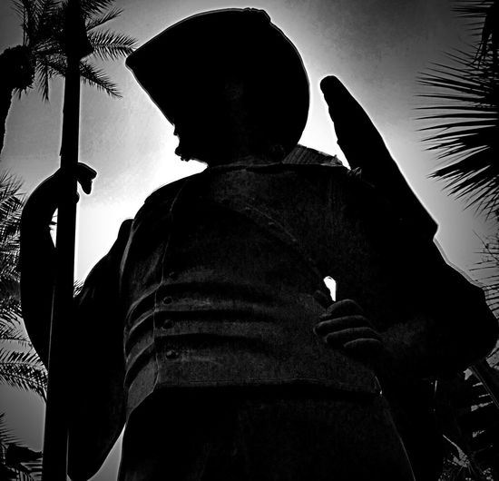 Timages Statues Statue Empirepoloclub Coachella2016 Coachella Laquinta Palmsprings Palm Trees Indianwells Silhouette Silhouettes Conquistadores Conquistador Hanging Out Bestoftheday Popular Popular Photos Check This Out Taking Photos Relaxing