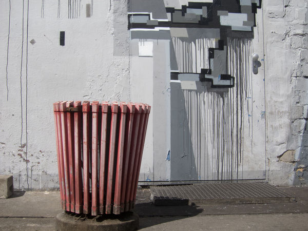 Contrast Garbage Garbage Can Red Lips S Spraypaint Trash Trashcan Urban